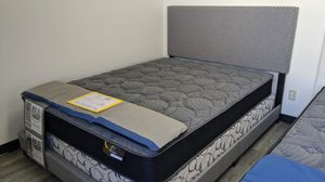 Cama Queen bed frame with regular mattress included for Sale in Glendale, AZ