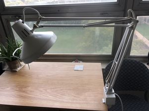 Long Arm Desk Lamp w/ light bulb for Sale in Chicago, IL