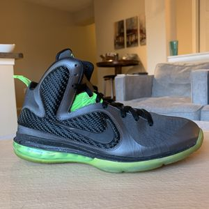 NIKE LEBRON 9 DUNKMAN SIZE 10.5 for Sale in College Park, MD
