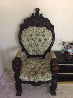 Chair (queen crown) for Sale in Silver Spring, MD