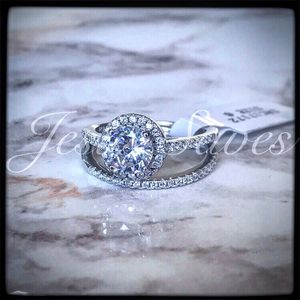 SRC-17172 S925 Halo Wedding Ring Set Size 5 only for Sale in Fresno, CA
