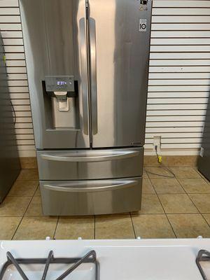 Refrigerator LG 2017 for Sale in Rialto, CA