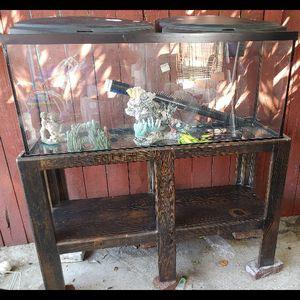 Fish Tank / Pesera for Sale in Lynwood, CA