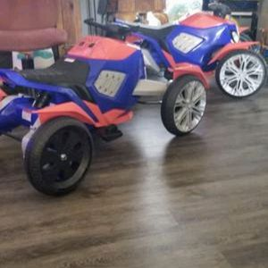 2 Marvel Spiderman Bikes (Ride-On Toy by Kid Trax) for Sale in El Monte, CA