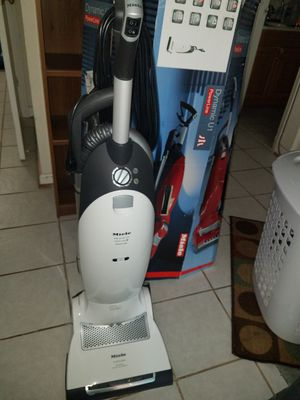 Miele Dynamic U1 PowerLine Upright Vacuum for Sale in Ashburn, VA