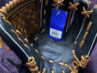 Mizuno Classic Fast Pitch Softball Glove for Sale in Hacienda Heights,  CA