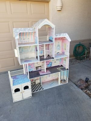 Free doll house 4ft tall for Sale in Glendale, AZ