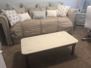 Distressed/farmhouse style coffee table for Sale in Tavares, FL