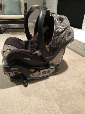 chicco keyfit 30 infant car seat with base for Sale in Springfield, VA