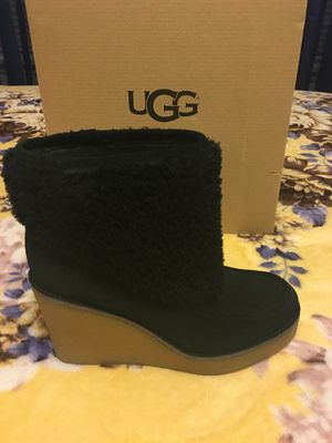 New Authentic Women's UGG Size 8 🎅🎄🎁 for Sale in Bellflower, CA