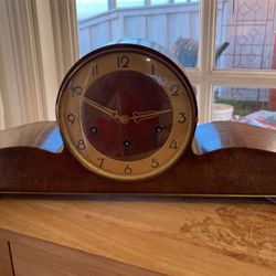 Mantle Clock Must Sell Or It's Thrown In The Trash for Sale in Anaheim, CA