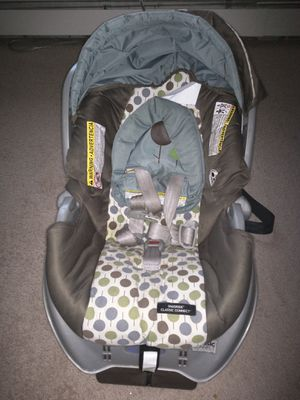 Car seat - Graco snug ride classic adjustable base for Sale in Bentonville, AR