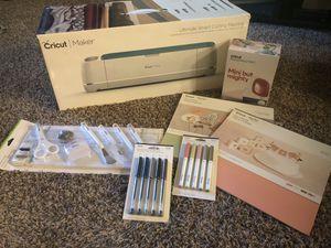 Cricut Maker Bundle for Sale in Lynnwood, WA