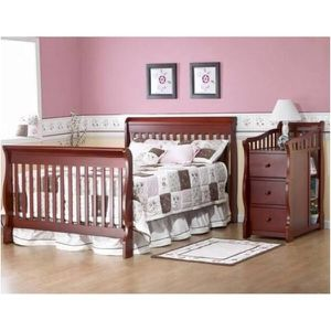 Sorelle Tuscany 4 in 1 Convertible Crib Changing Table for Sale in Canton, MI