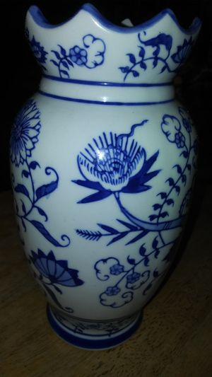 """Pre-owned 11""""tall China Blue Porcelain Vase by Seymour Mann great condition for Sale in Los Angeles, CA"""