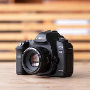 Canon 5D Mark II & BG-E6 Battery Grip for Sale in Orlando, FL