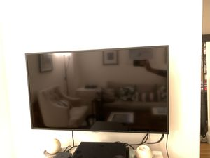 Samsung UN40NU7100F and mount for Sale in Hoboken, NJ