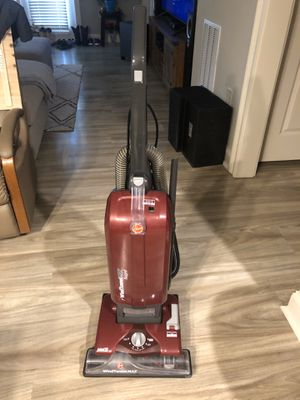 Hoover Bagged Vacuum - Easy Clean Up! for Sale in Spring Hill, TN