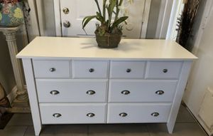 White 6 drawers double dresser relaxed traditional ( FREE DELIVERY 🚚) EXCELLENT CONDITIONS for Sale in North Las Vegas, NV
