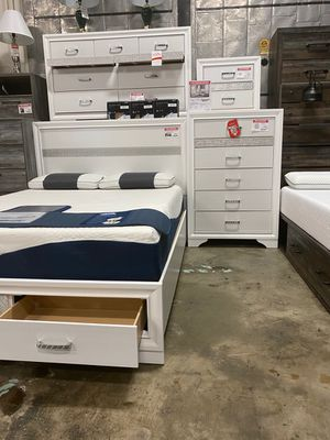 4 PC Bedroom Set (Queen Bed, Dresser Mirror and Nightstand), White for Sale in Santa Fe Springs, CA
