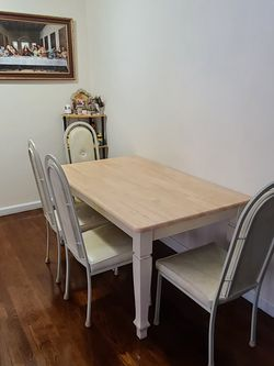 Dining Table + 4 Chairs. Read Description. for Sale in Fort Lee,  NJ