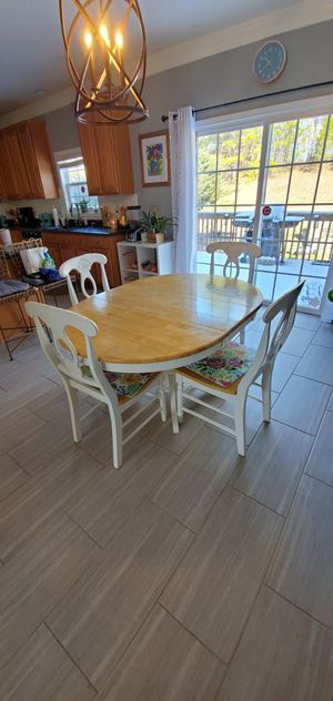 $275 for Oak/ White Dining set for 4 includes a Beautiful lighted Hutch for Sale in Raleigh, NC