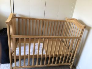 Baby crib with mattress for Sale in Silver Spring, MD