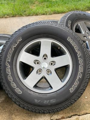 JEEP WRANGLER TIRES & WHEELS (5) for Sale in Chicago, IL
