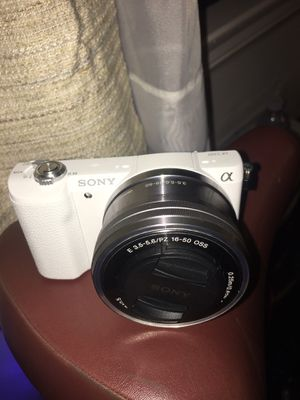 Sony - Alpha a5000 Mirrorless Camera with 16-50mm Lens - White for Sale in Los Angeles, CA