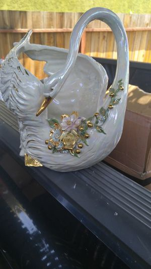 Flower vase very nice for Sale in Antioch, CA