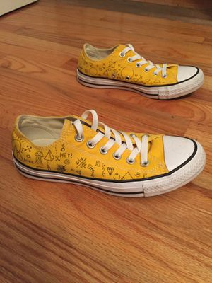 Converses - Women's Size 7 for Sale in Tampa, FL