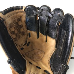 Louisville Slugger Genesis Baseball Glove for Sale in Long Beach, CA