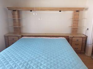 Traditional Rose light Oak color bedroom set. for Sale in Menifee, CA