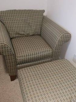 Bassett chair with matching ottoman for Sale in Camas,  WA