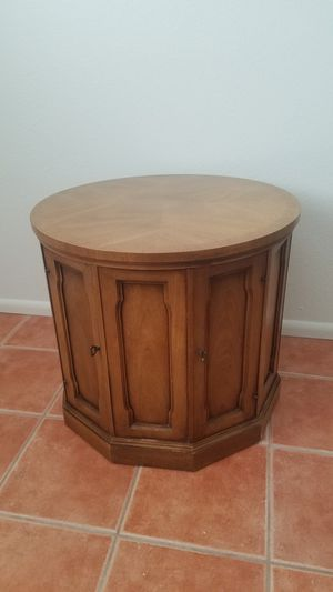Drum Table / Round Nightstand for Sale in Mesa, AZ