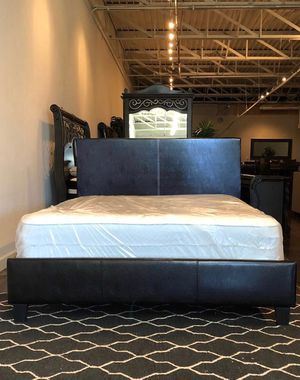 Queen Size Platform Bed w/Mattress (free delivery) for Sale in Duncanville, TX