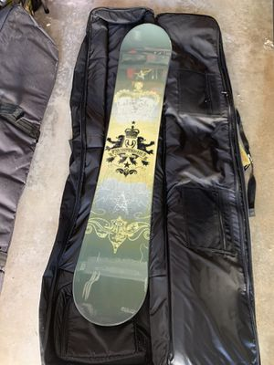 Used once - Avalanche snowboard + padded bag on wheels for Sale in Redondo Beach, CA
