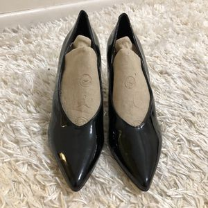 Tahari Black Patent Leather Pointed-Toe Pumps size 7.5 for Sale in Belle Chasse, LA