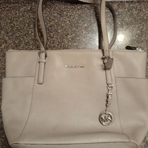 Michael Kors Tote ((Must Go!!!)) for Sale in Riverdale, GA