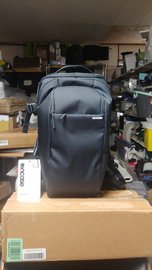 INCASE DSLR PRO PACK FOR CAMERAS for Sale in Bakersfield, CA