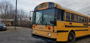 2000 thomas 40 f school bus 2136 catapilar motor runs perfect for Sale in Owings, MD
