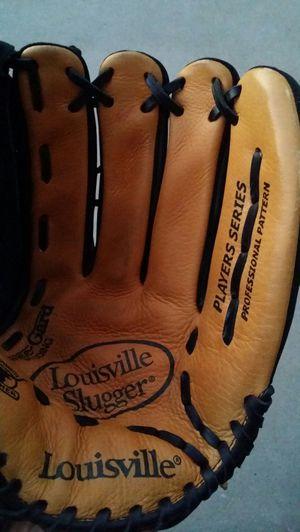 "LOUISVILLE SLUGGER 13.5 ""PLAYERS SERIES BASEBALL GLOVE, RIGHT HAND THROW for Sale in Litchfield Park, AZ"