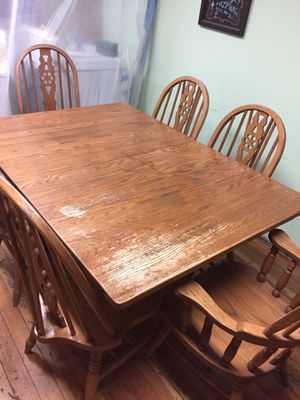 AMiSH OAK TABLE AND CHAIRS for Sale in Chicago, IL
