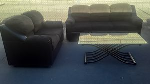 Loveseat and couch and coffee table for Sale in Phoenix, AZ