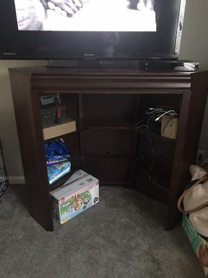 Wood tv stand for Sale in Snow Camp, NC