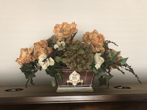 Floral Arrangement Silk Flower Home Decor Decoration w/Vase for Sale in Goodyear, AZ