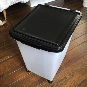 Airtight Food Storage Container With Scoop for Sale in Los Angeles, CA