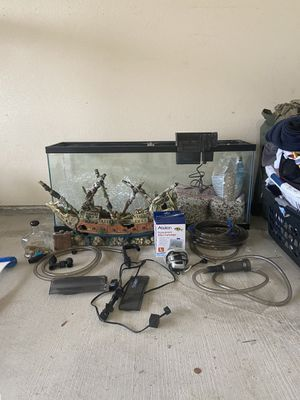55 Gallon Fish Tank with all attachments and decorations and pebbles for Sale in Austin, TX