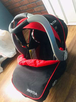 BABY TREND CAR SEAT INERTIA WITH BASE for Sale in Columbus, OH