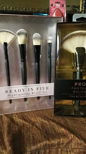 Pro makeup brush gift sets for Sale in Nashville, TN
